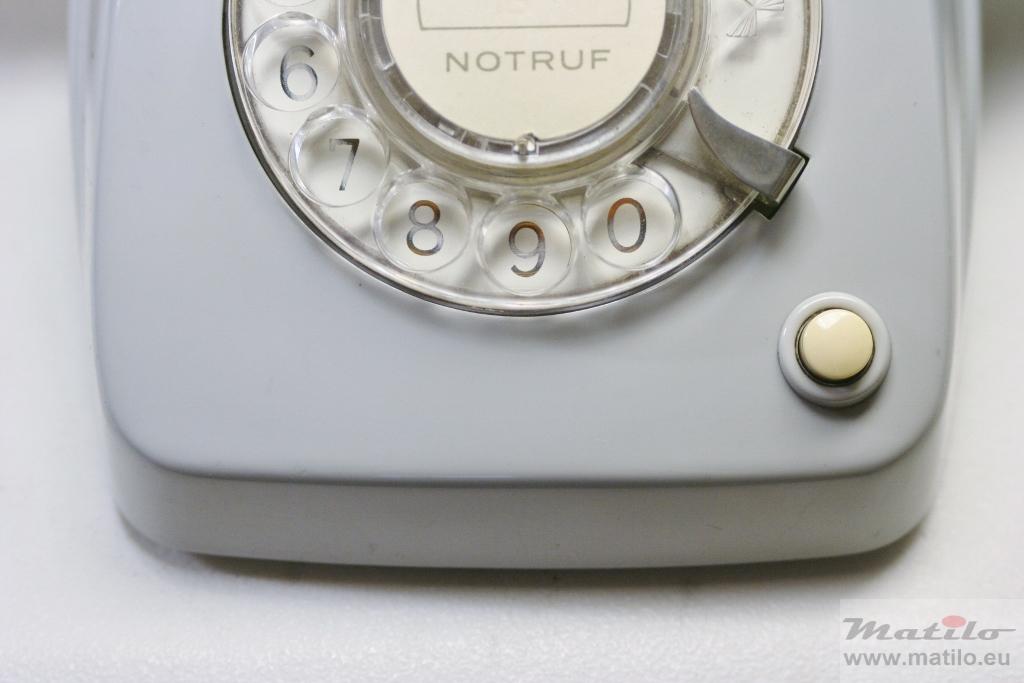 Klassiek grijs telefoontoestel met aardtoets
